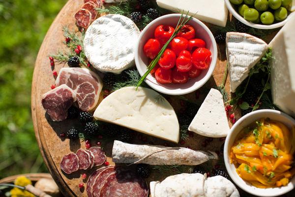 Vesnická svatba - maso,sýry,zelenina,ovoce