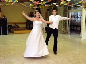 nas prvy manzelsky tanec - dakujeme p. Mrvovi :-)