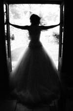 nádhera, nevěsta ve stínu