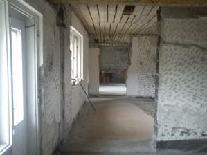 pohľad z kuchynky do obývačky