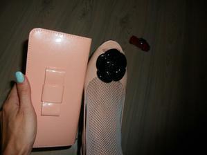 moje nové peněženko-psaníčko..no to jsem tam nemohla nechat!!!:D
