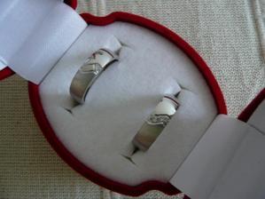 naše snubáčky! krásnější prstýnky jsem snad neviděla