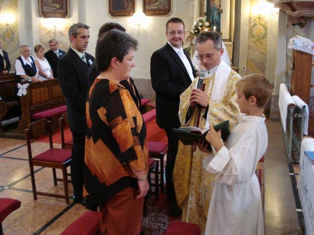 Silvinka{{_AND_}}Mirko - Moji rodičia si obnovili manželský sľub, brali sa presne v ten istý deň, tú istú hodinu a v tom istom kostole :-)) krásne nám to vyšlo