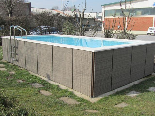 Voda v záhrade - Keby to malo vyriesene schodiky a nie len rebrik, bolo by to super.