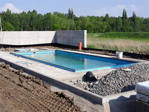 Dnes spojazdneny bazen, uvidime, kto sa prvy odhodla okupat.