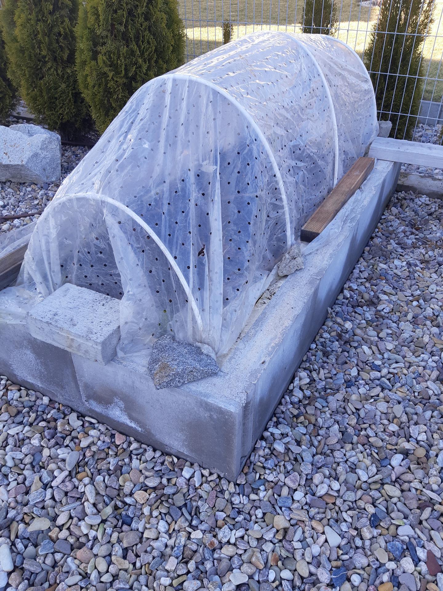 Záhrada - nekonečný príbeh - Redkovky a salaty nasadene.