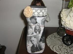 toto je dóza pre moju mamku sú na nej fotky jej rodiny (rodičia,sestričky)- mamku dojala :)