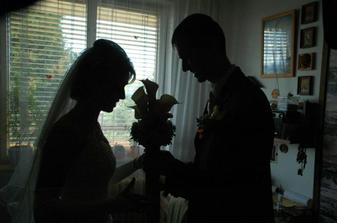 Marek mi odovzdáva svad.kyticu