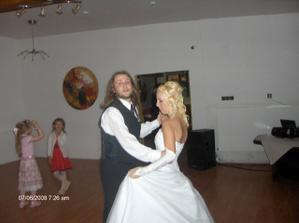 tancujem so svojim bratrancekom