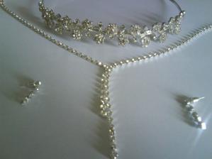 ...čelenka, náhrdelník a naušničky.....