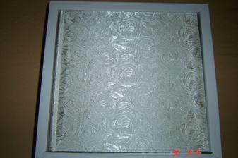 svatební album - už je doma - je to album na veldejší fotky od kamarádů a rodiny....