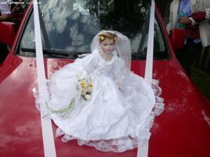 objednaná panenka na auto .....