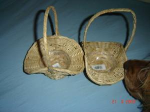 ...košíčky pro družičky - s čumáčkem naší Pollynky (ještě je doupravím)