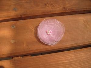 Moje tvořeníčko - kytička z organzy, bude asi pro družičku.