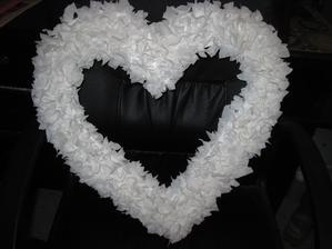 Vyrobené látkové srdce na auto.