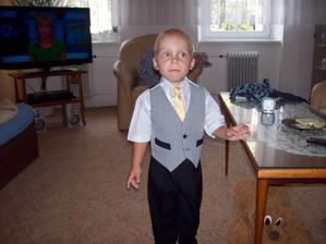 Synovec Tobik i synovec Míša už mají taky stejné oblečení :-).