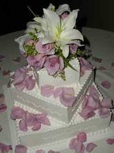 Tak dortík bude takto jen nebude do fialova, ale zdobit ho budou kaly!