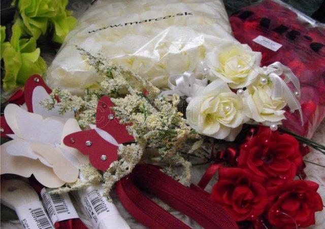 ...05_09_09... - ...umelé kvety, stužky, motýlikovci...