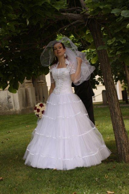 Čo sa do svadobného nevmestilo :) - šaty na mne