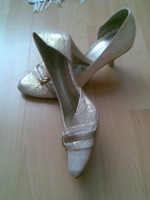 5.9.2009 I+P - moje svadobné topánočky