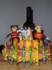 Pastelkový dort pro jednu starší slečnu, která miluje včelí mdvídky, ale taky víno:-))