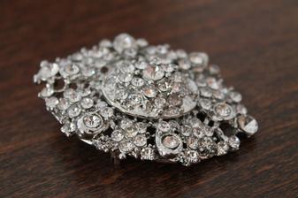 brožka na svatební kytku