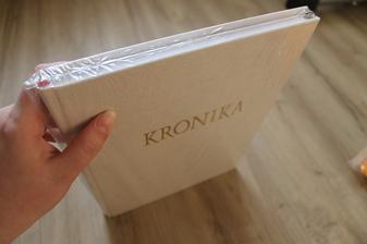 kronika..použiji na svatební knihu, ještě vyzdobím a schovám nápis..