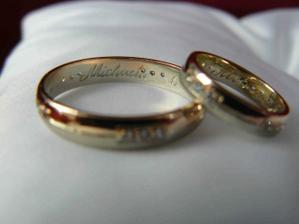 Máme na nich vyryté naše jména a datum svatby