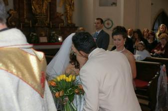 ...a nakonec svatební políbení :-)