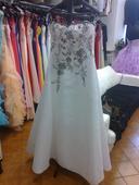 Svatební šaty s ručně vyš. krajkou, 40
