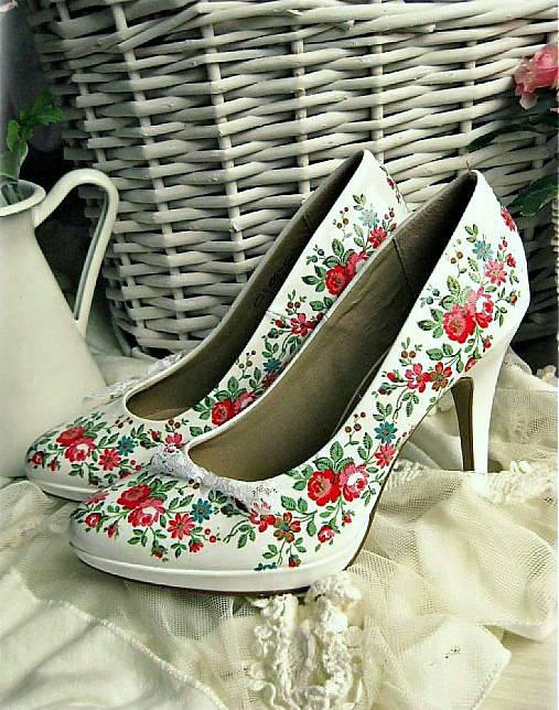 Kvety, folklór,... - http://www.sashe.sk/My-wonderland/detail/snow-white-shoes
