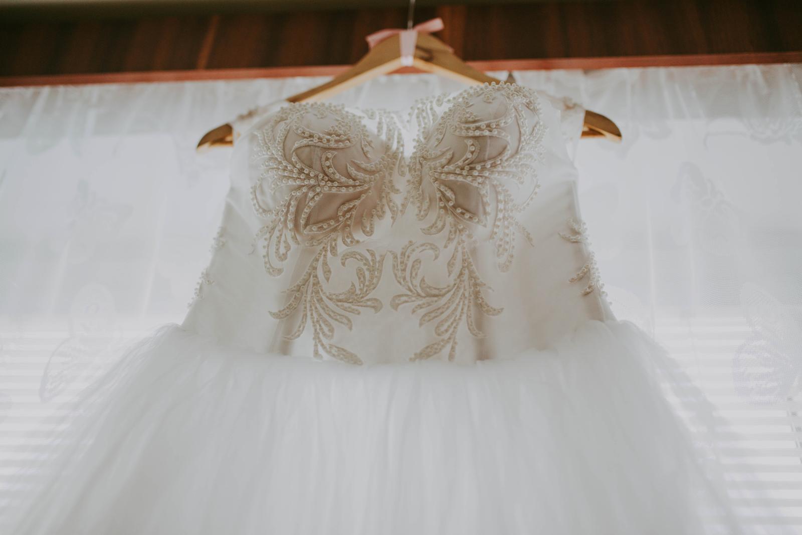 Snehovo biele svadobné šaty - Obrázok č. 2