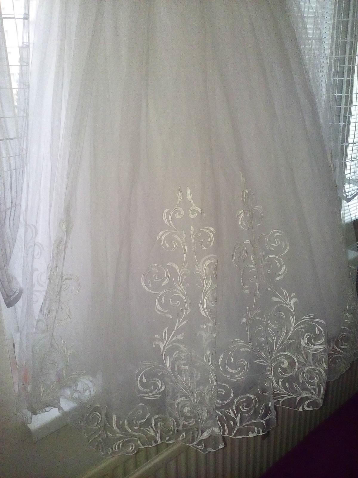 Snehovo biele svadobné šaty - Obrázok č. 3