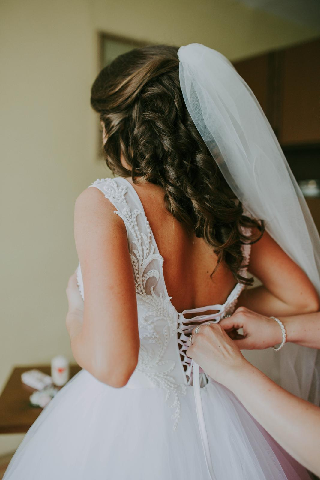 Snehovo biele svadobné šaty - Obrázok č. 4