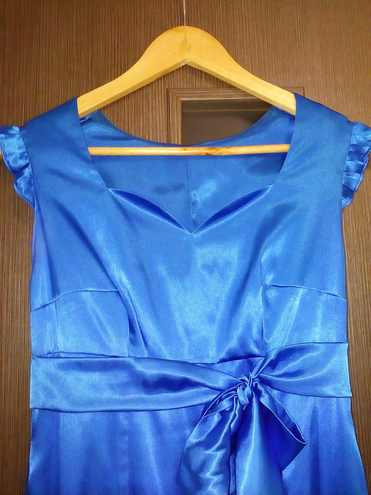 Dlhé saténové šaty - Obrázok č. 2