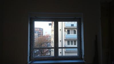 áno, okná bez žalúzii, prečo sa na to každý pýta? :D