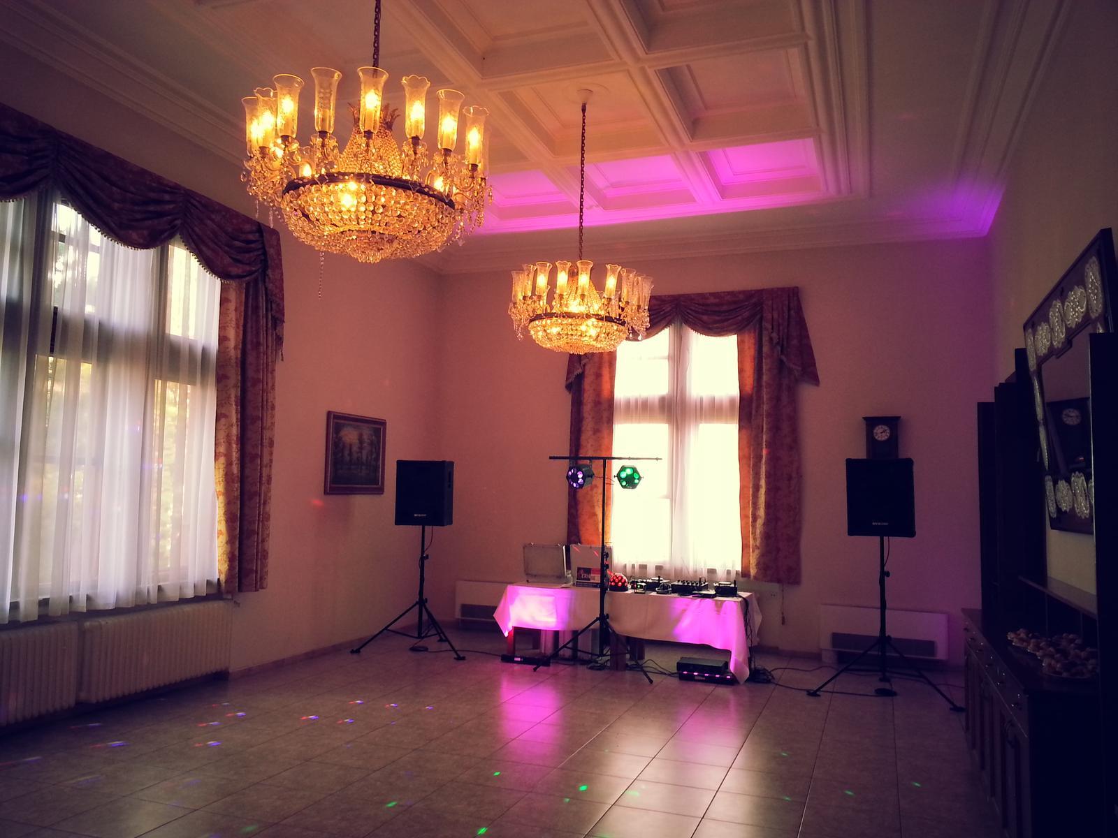 dj_erni - Smolenický zámok - vynikajúca svadba so super ženíchom a nevestou a ich hosťami
