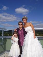S babičkou a družičkou