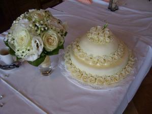 Kytička a dortík - byla jsem mooooc spokojená