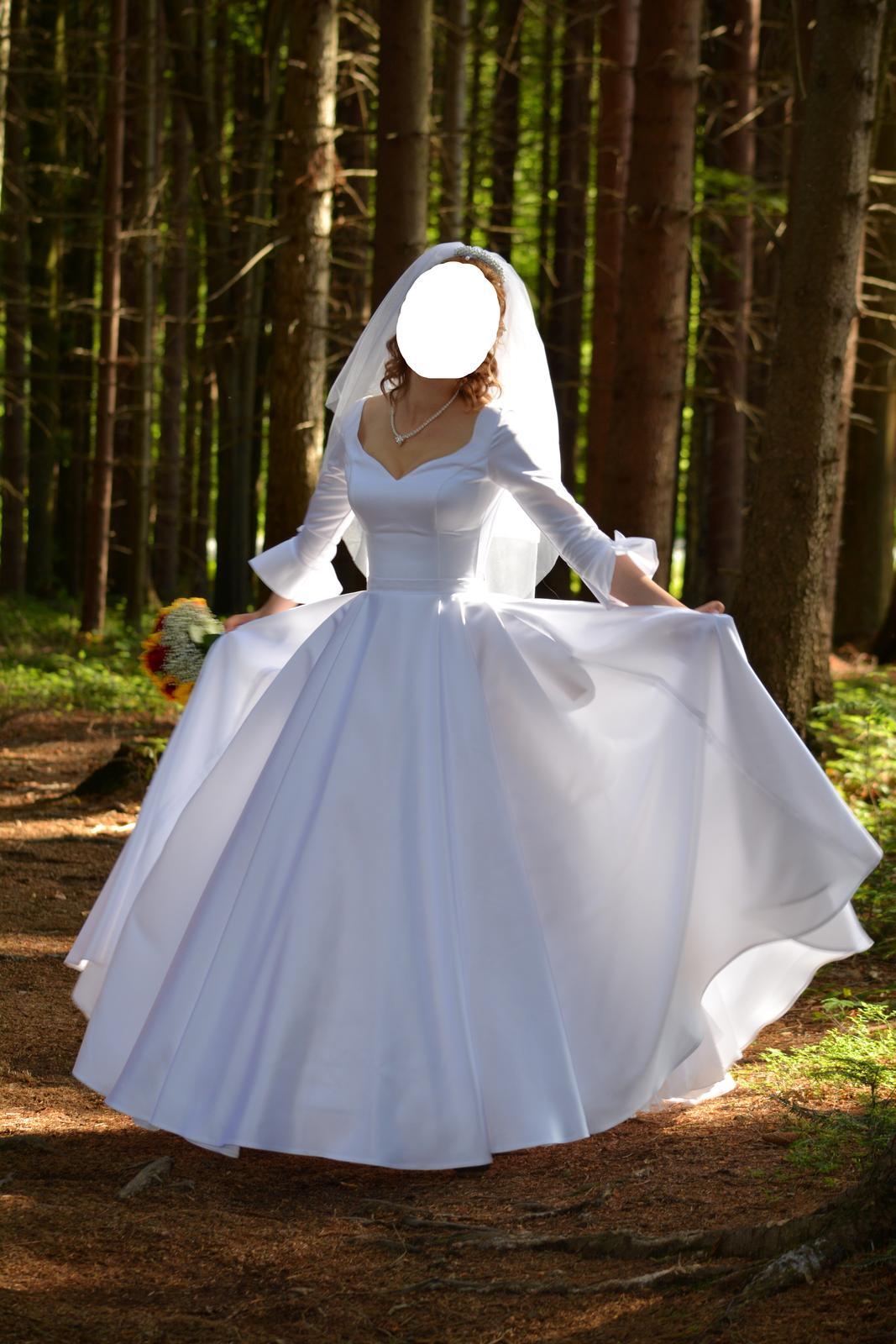 Originální hladké svatební šaty - Obrázek č. 1