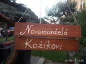 Tabulka Novomanželé a Kožíkovi,