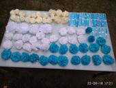 Použité PomPom modré, ivory a bílé,