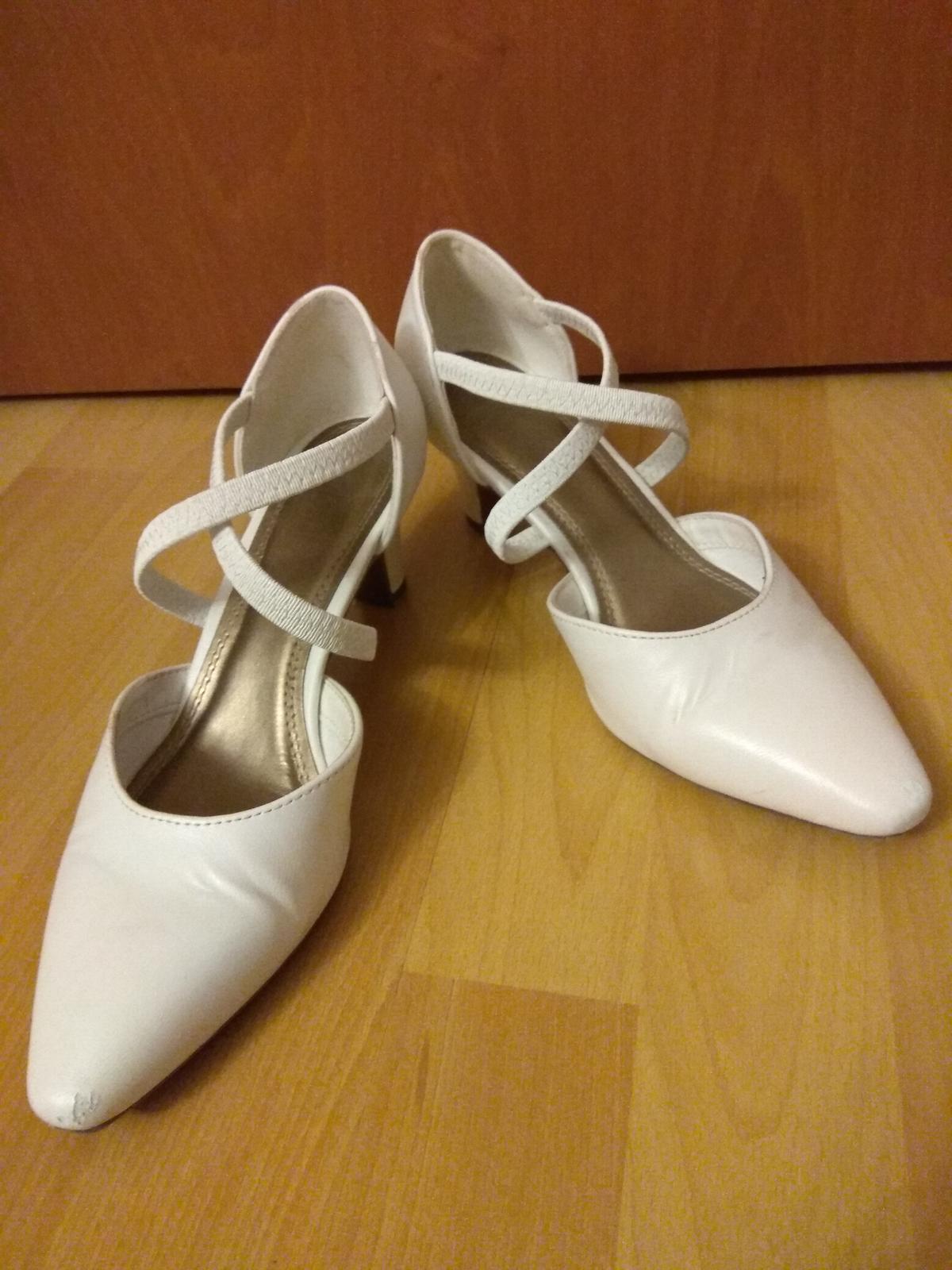 Bílé svatební boty - Obrázek č. 1