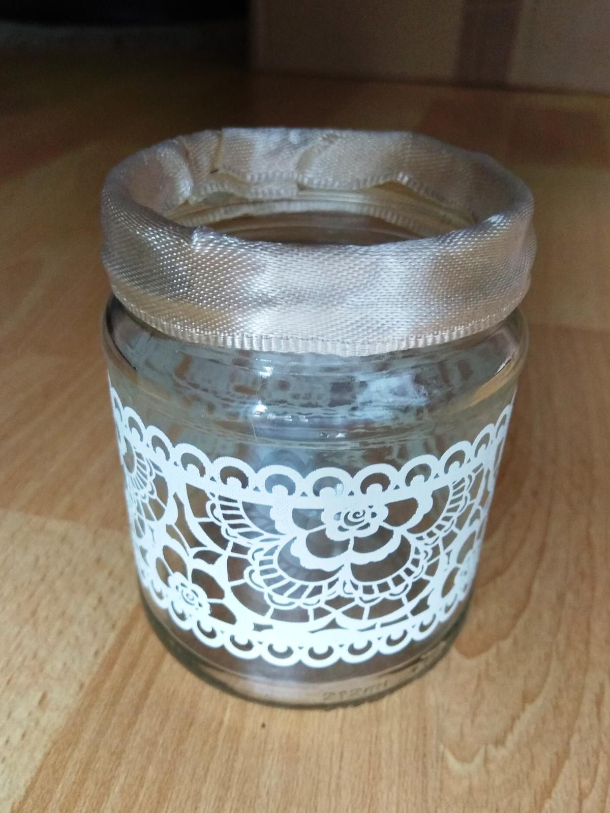 Malé vázičky nebo svícínky s krajkou a stuhou - Obrázek č. 1