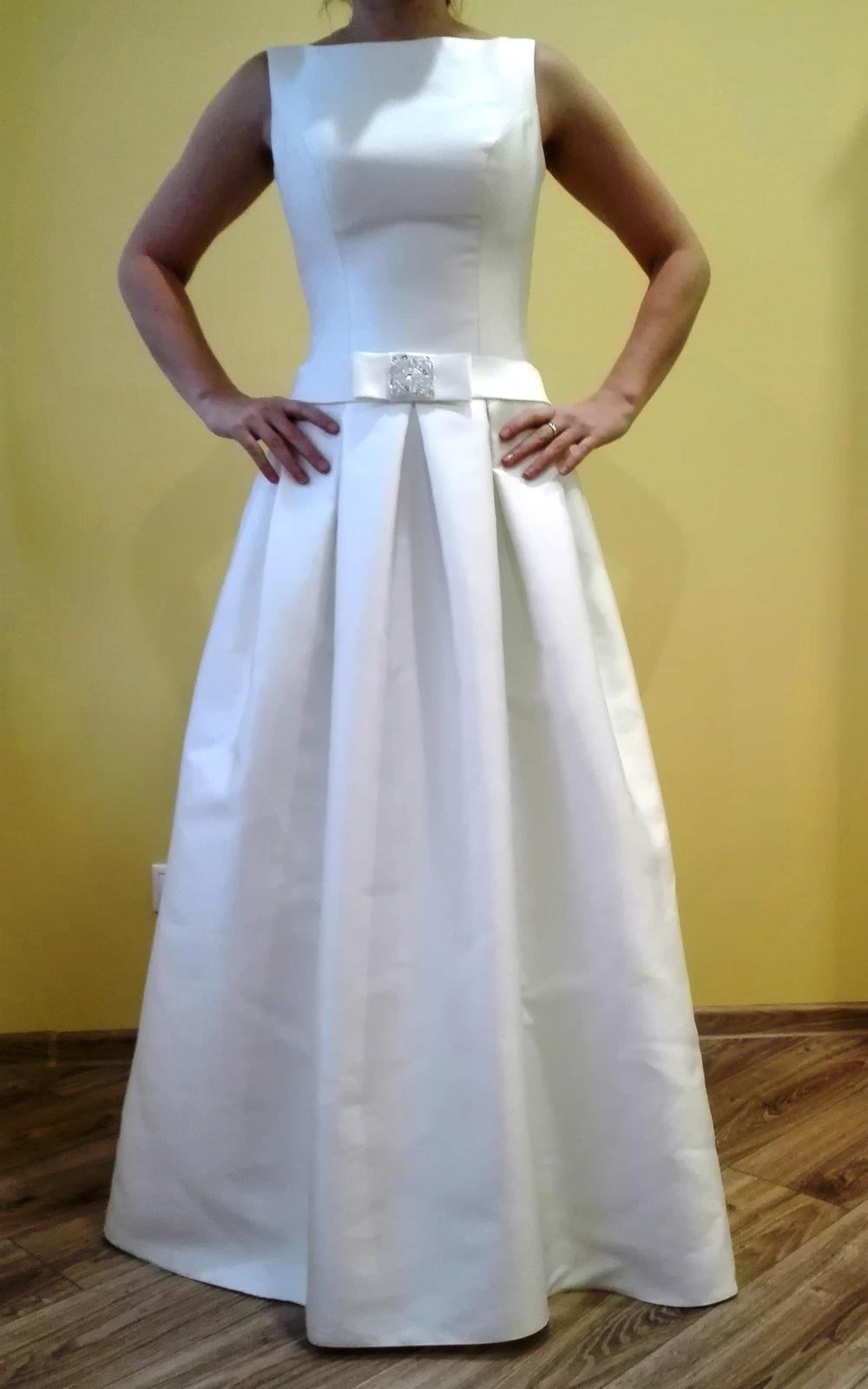 Rafinovane jednoduché svadobné šaty - Obrázok č. 1