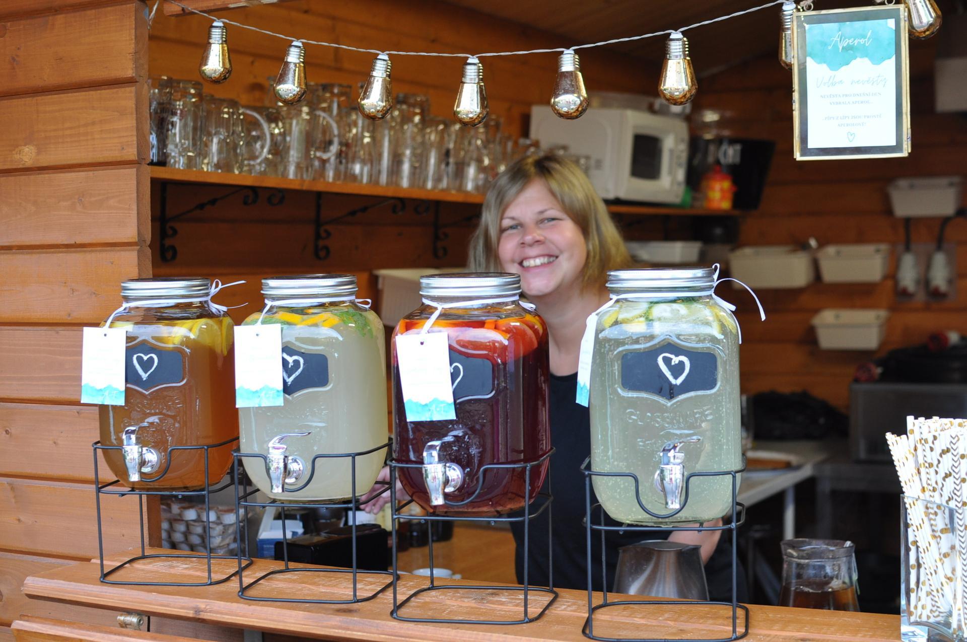 Anna         {{_AND_}}         Tomáš - Domácí limonády a ledové čaje