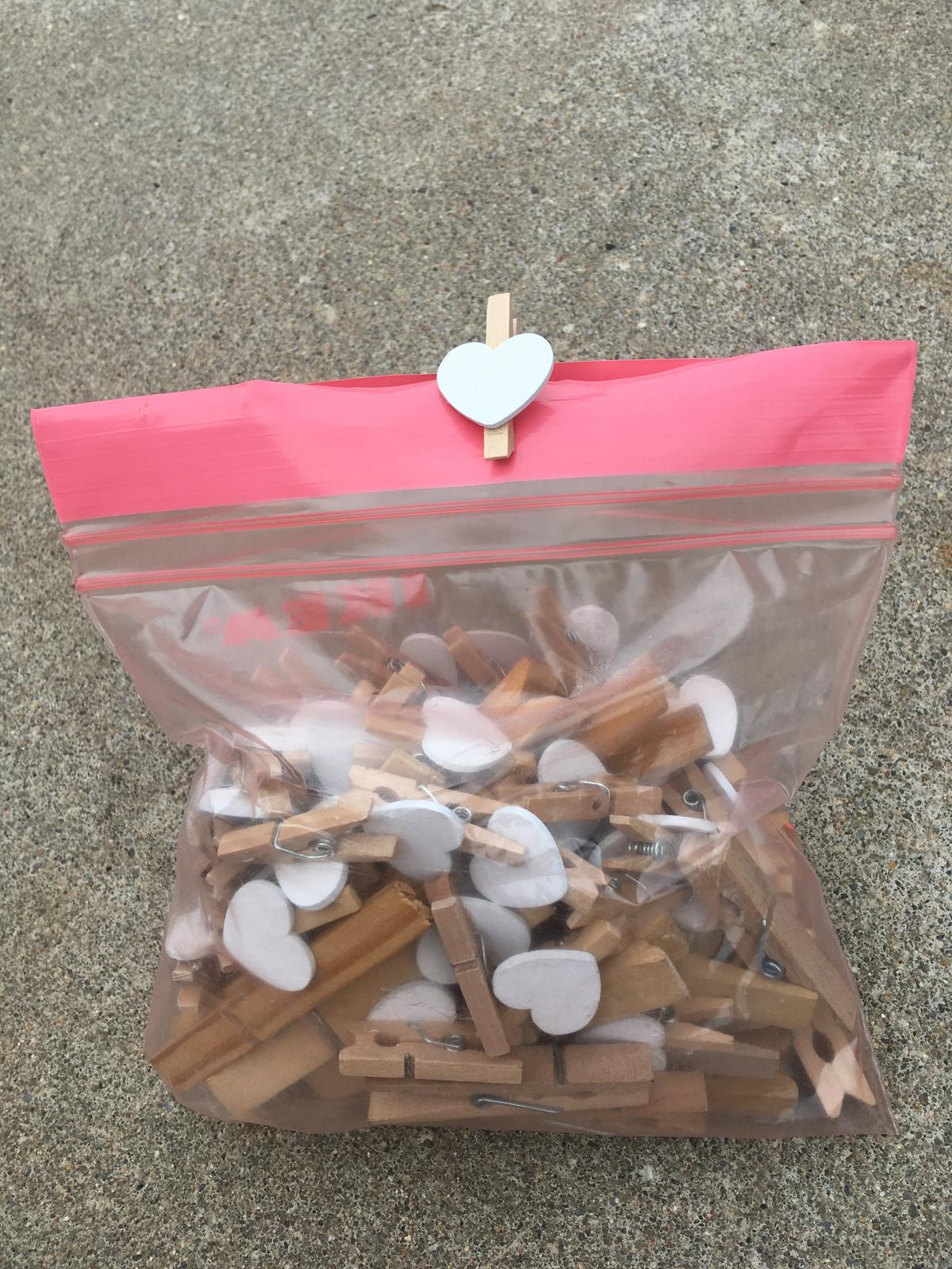 Kolíčky dřevěné se srdíčky i bez srdíček - Obrázek č. 1