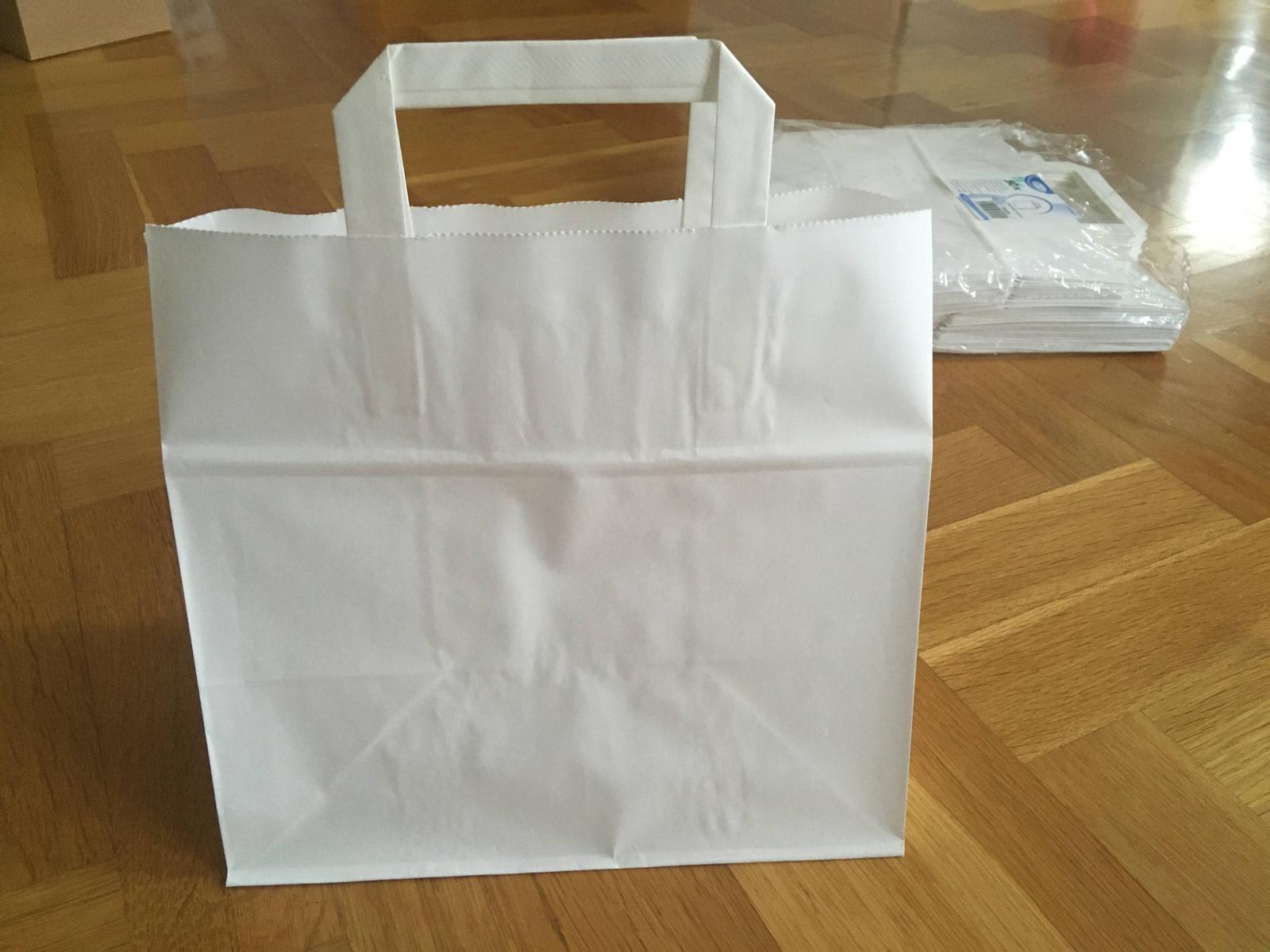 Bílé papírové tašky bez potisku - Obrázek č. 1