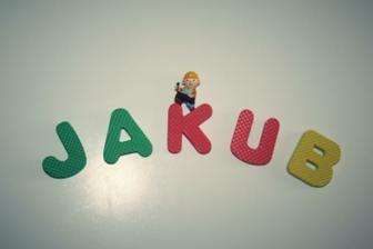 Taťka vytvořil jméno na dveře z mini puzzlích :-)