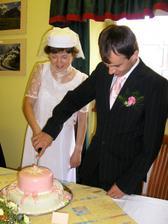 společné nakrojení dortu